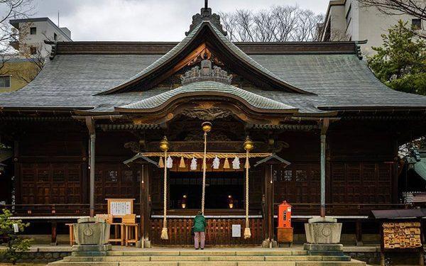 Yohashira shrine 1 600x375 - هنر و تمدن شرق ( ژاپن )