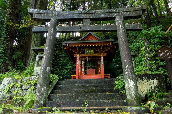 shinto shrineNikko - هنر و تمدن شرق ( ژاپن )