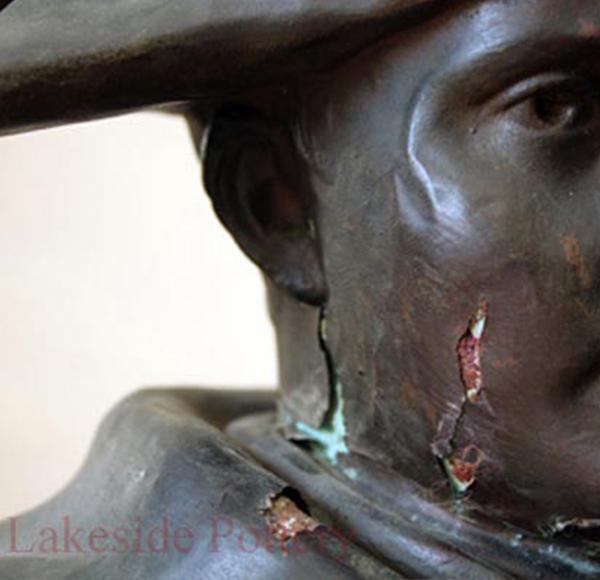 napoleon bust damaged 01 - ترمیم مجسمه فلزی
