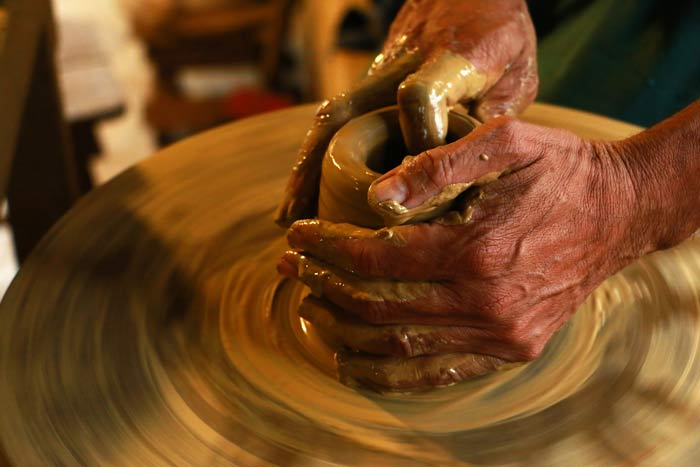 hands spinning workshop - گل سفالگری و انواع آن
